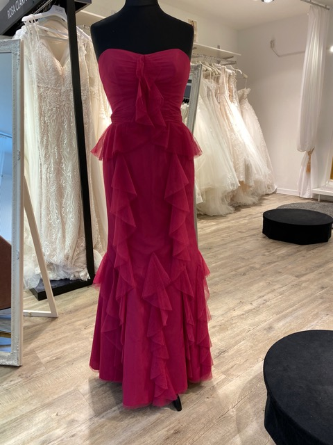 37995 - Offer bridal wear by well-known fashion designers and evening dresses remaining stock Europe